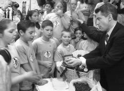 Gov. James McGreevey shares some blueberries with Veterans Memorial Elementary School students, whose work led to the adoption of the blueberry as the state fruit.